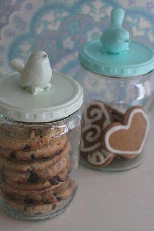 leuke manier om koekjes, zelf gemaakt, kado te doen. Je kunt ze met de Kerst ook gewoon neerzetten, leuk :+)