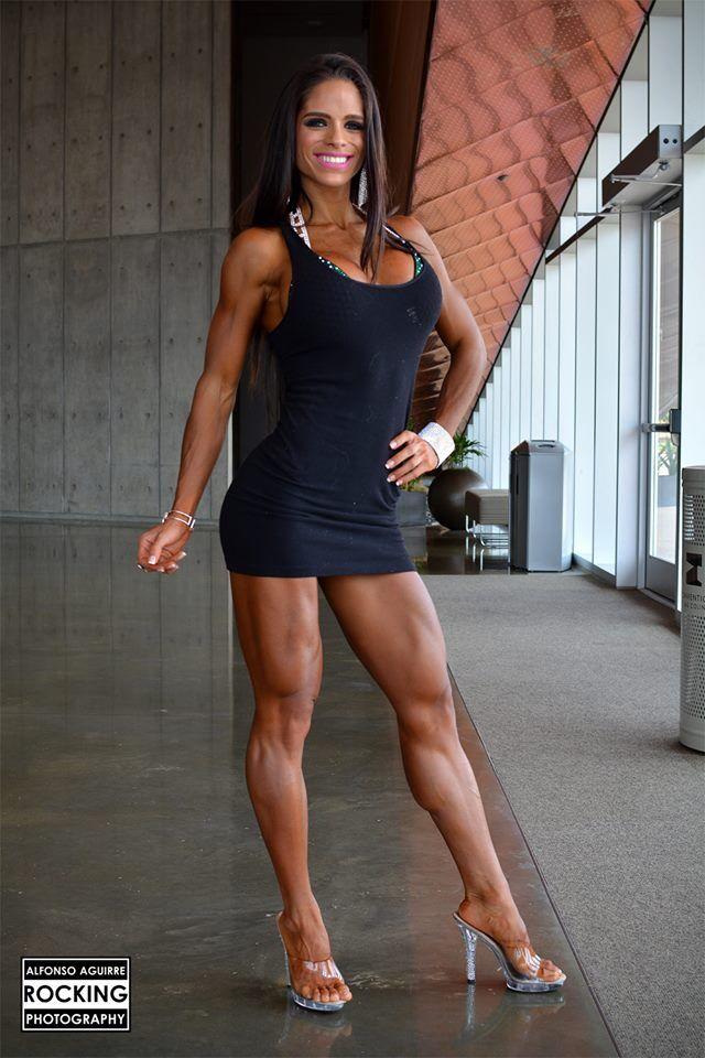 Superstar milf julia ann shows off her amazing body 9