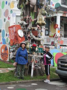 tree hung with junk heidelberg project