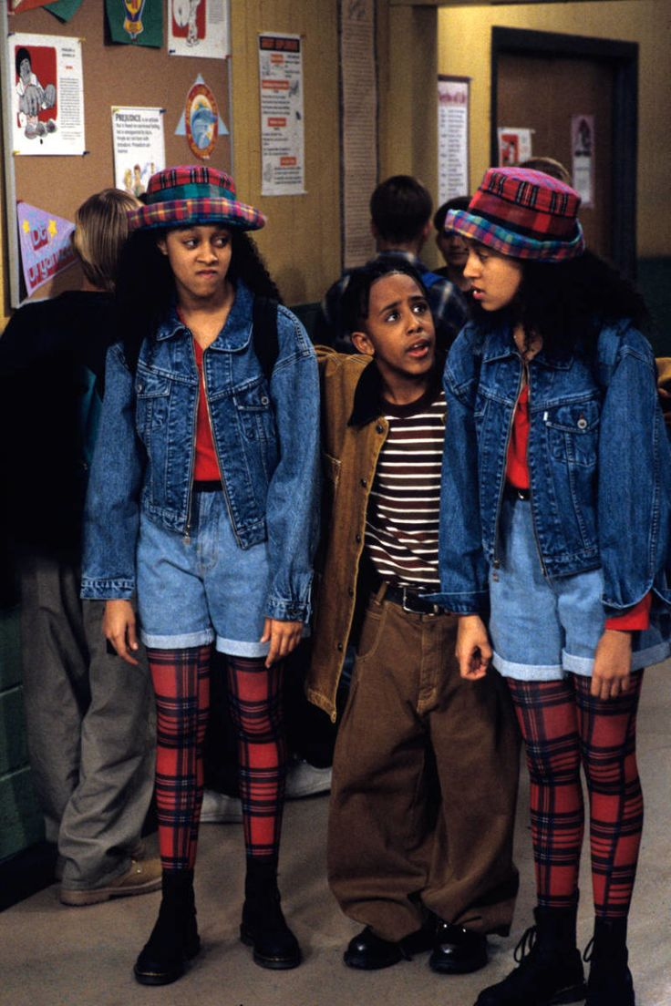 Tia and Tamera Mowry as themselves in <i>Sister, Sister</i>