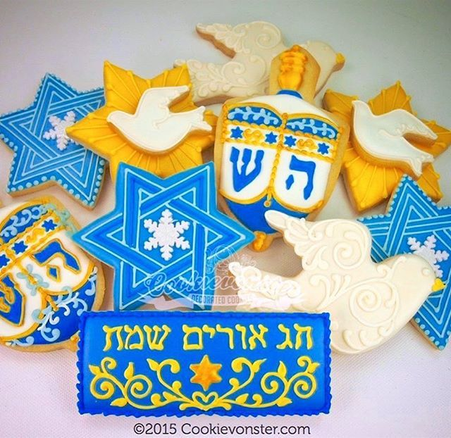To everyone celebrating #hannukah, may your Hannukah shine bright with #happiness and #peace. Love to all Happy Hannukah!!! ❤️ #hannukahcookies #hannukahparty #starofdavid #decoratedcookies #dreidel #customcookies #cookieart #Cookievonster #vancity