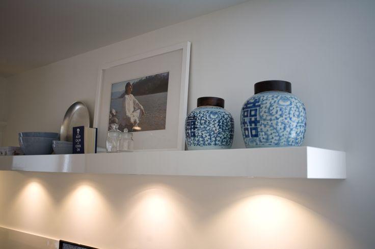Wandplank Voor Keuken : Inbouwspots toegepast in wandplank in keuken. www.pieterdeboer.com