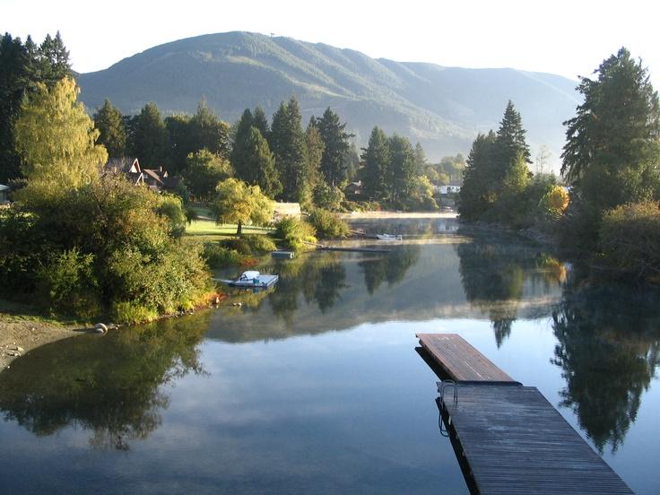 The peace at Lake Cowichan, Victoria island, Canada / La tranquilidad de lago Cowichan, isla de Victoria, Canadá