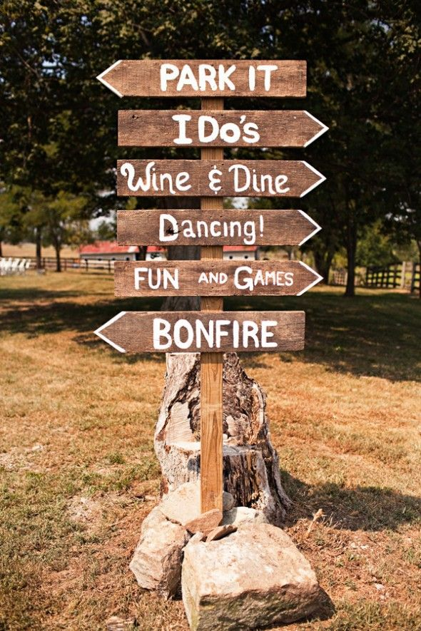 Wood wedding signs - photo by Honey Heart Photography via Rustic Wedding Chic
