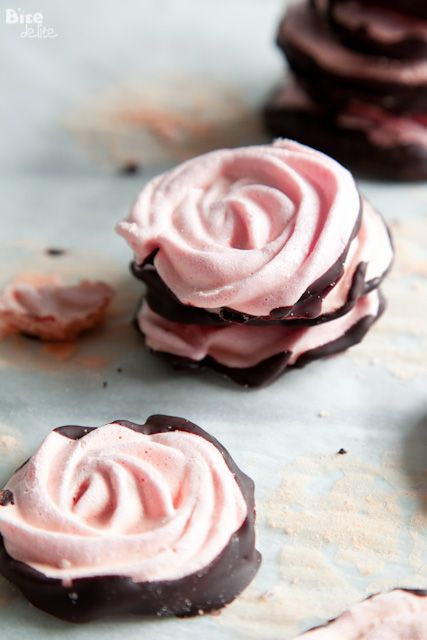 Chocolate dipped meringue roses ❥