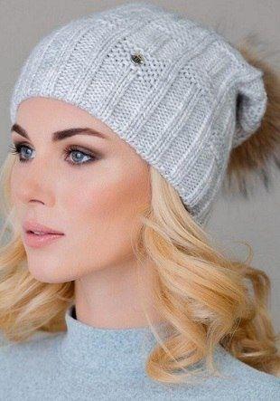шапка с меховым помпоном спицами вязание шапочки и рукавички