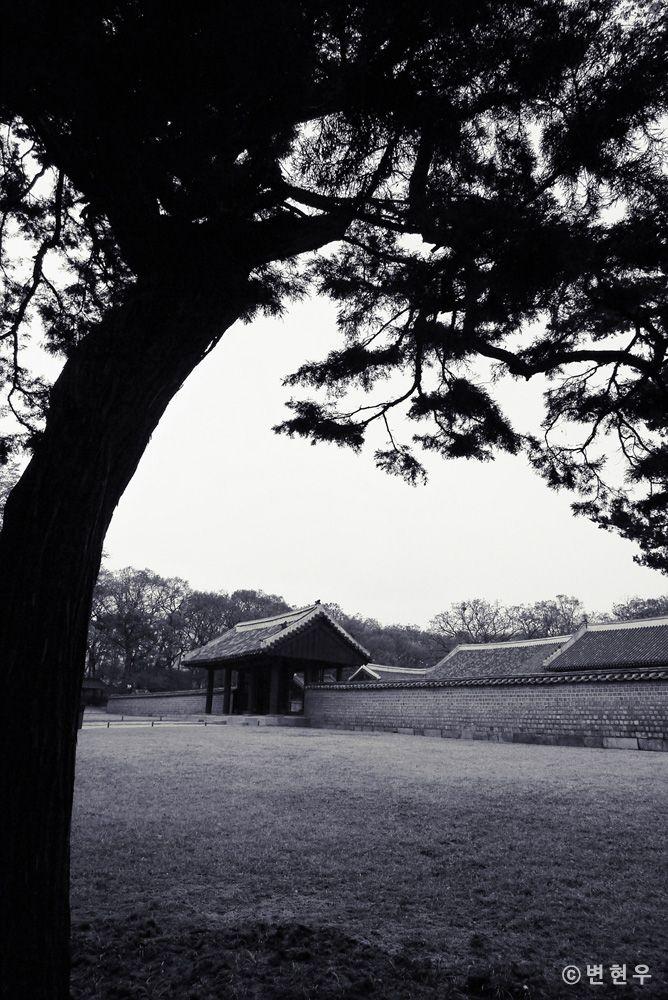 종묘[Jongmyo Shrine] - 영녕전 남문