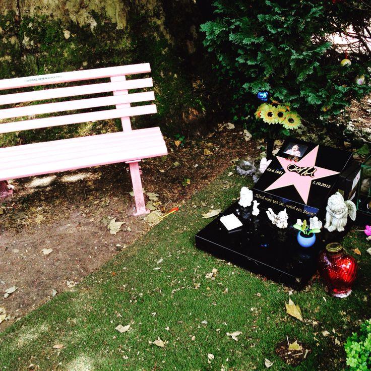 #Melatenfriedhof Köln. Grabstätte des Comedian Dirk Bach