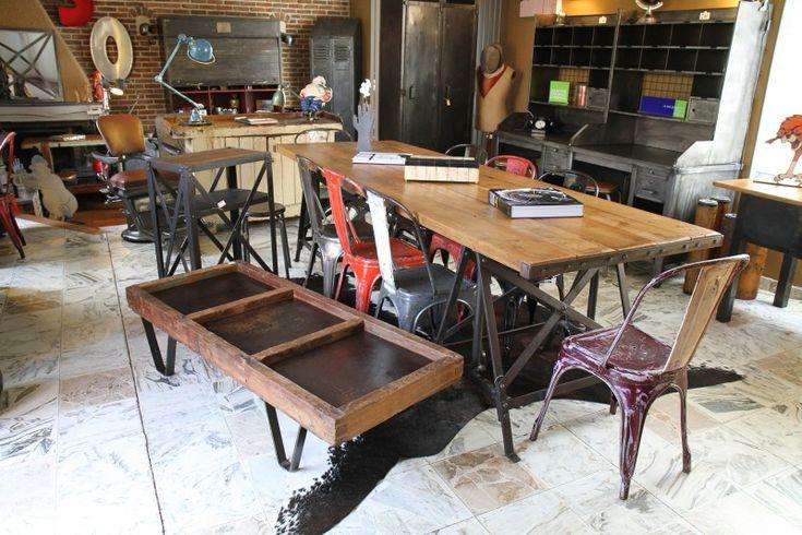 Table en chêne avec pieds industriel Eiffel