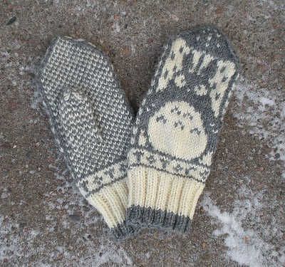 Totoro mittens Free pattern on Ravelry: http://www.ravelry.com/patterns/library/norwegian-totoro-mittens