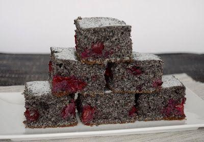 Meggyes-mákos kevert sütemény (Hozzávalók 25 x 35 cm-es tepsihez: 3 tojás, 20 dkg cukor, 1 citrom reszelt héja, 2,5 dl tej, 20 dkg őrölt mák, 20 dkg liszt, 1 csomag (12 g) sütőpor, 25 dkg magozott meggy) #poppyseed #sourcherries