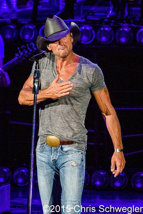 Tim McGraw performs on August 2nd, 2015 during the Shotgun Rider Tour 2015 at DTE Energy Music Theatre in Clarkston, Michigan – photos by Chris Schwegler