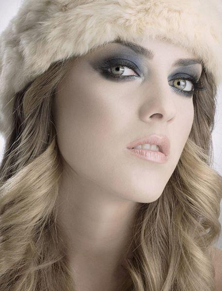 Oogschaduw is een fijn product om je ogen te laten opvallen. Maar welke kleur oogschaduw is geschikt voor jouw oogkleur? https://www.facebook.com/MakeupWebshop