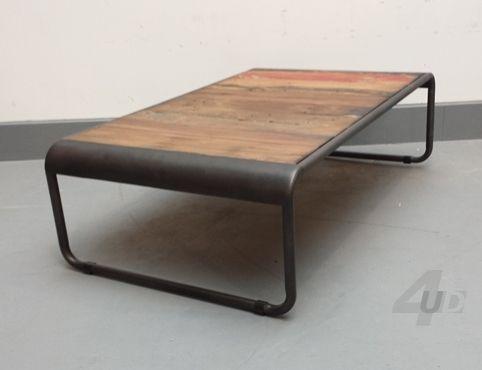 Salontafel Semarang - Afmetingen: Hoogte: 40 cm. Lengte: 140 cm. Breedte: 70 cm.  Materiaal: Onderstel: mat gelakt staal. Blad: massief teak hout afkomstig van vissersboten uit Indonesië.€299