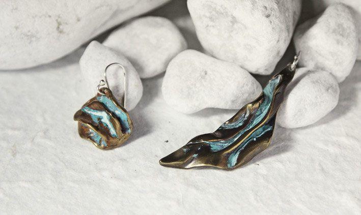 Orecchini in bronzo anticato e argento