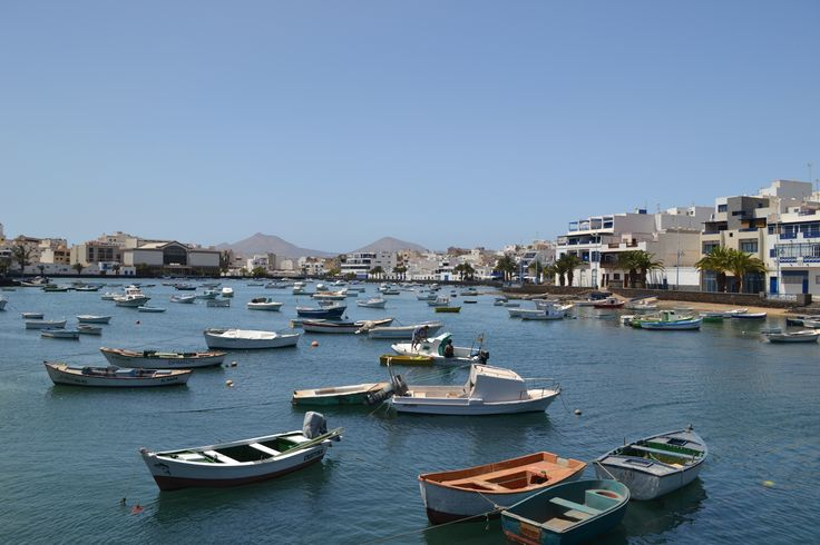 A few clouds around first thing and on the West coast, otherwise hot, clear & sunny in Lanzarote. A light breeze 0-10 km/h from the north & 31 degrees. Image: Charco de San Ginés in Arrecife