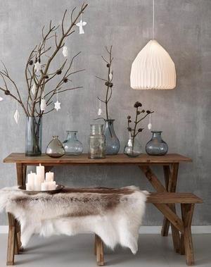 Bekijk de foto van Stucamor met als titel Ik houd van deze look, de rustige wand in grijs marmerstuc, de mooie vazen en de natuurlijke accessoires. en andere inspirerende plaatjes op Welke.nl.