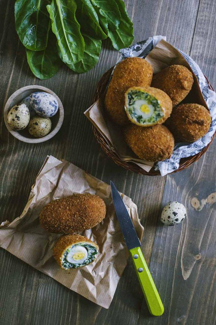 Le uova alla scozzese di verduree sono perfette come finger food o aperitivo. Uova di quaglia, erbette e formaggio: che bontà!