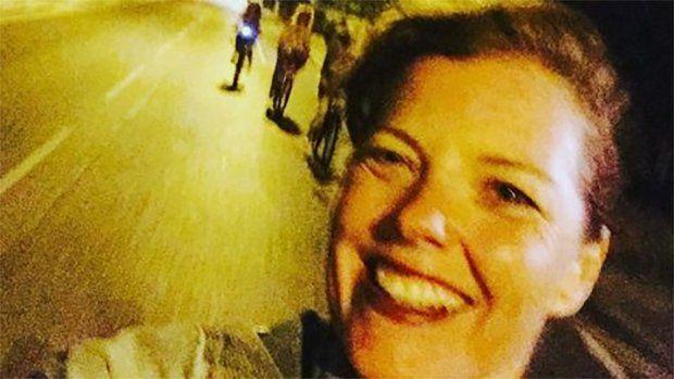 Vrouw maakt selfie, seconden voor haar dood: 'Met een fietshelm was ze er nog geweest'