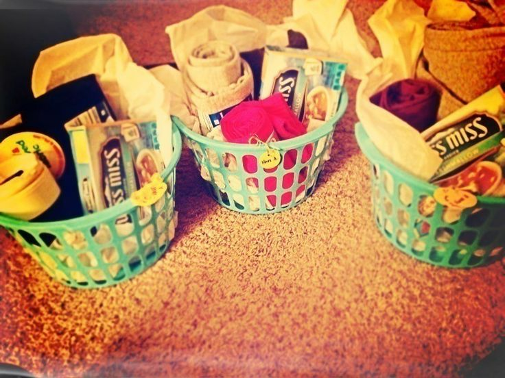 Cozy sweatpant gift basket! Definitely doing this next year..