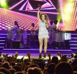 Ivete Sangalo tem cena de ciúme em cima do palco de show da virada