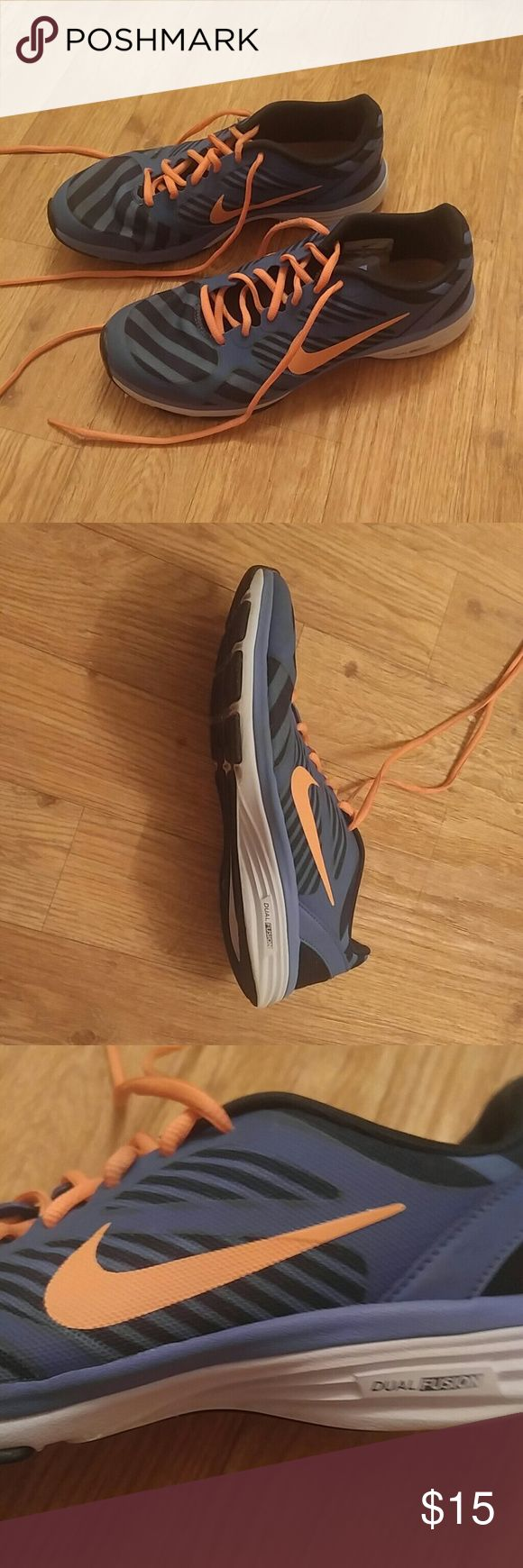 Nike dual fusion sport tennis shoe striped blue