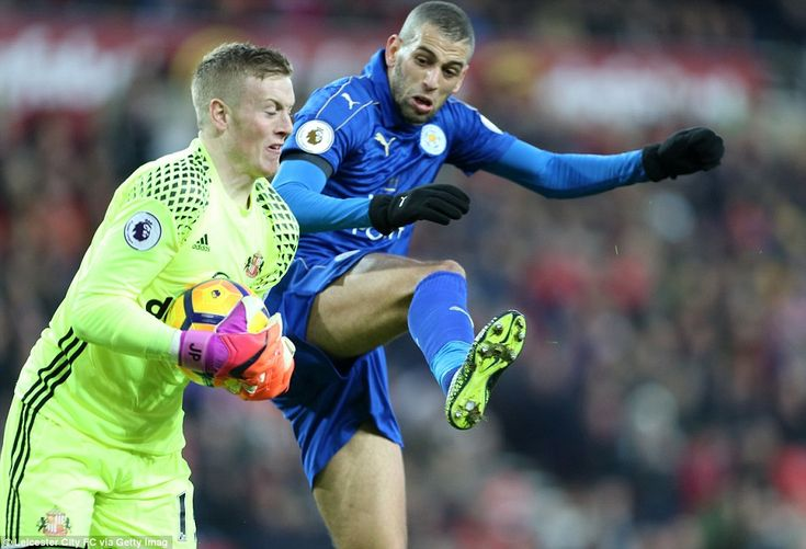 Sunderland goalkeeper Pickford gathers possession safely under intense pressure from Islam Slimani