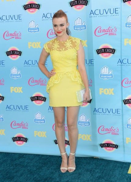 Holland Roden  - Teen Choice Adwards 2013 Alfombra Roja