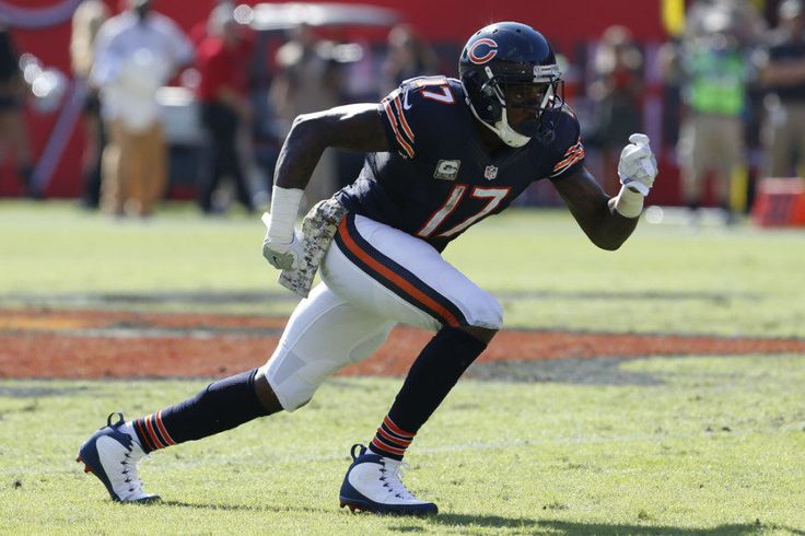 REPORT: Bears unlikely to use franchise tag on Alshon Jeffery = According to a Monday morning report from Ian Rapoport of NFL.com, the Chicago Bears are not expected to place the franchise tag on wide receiver Alshon Jeffery. As a result, the veteran…..