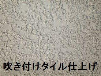 デザインが豊富という理由からサイディングが人気を集めていますが、日本で古くから使われている外壁材、モルタルもデザイン性が豊富なのをご存知でしょうか? 外壁の風合いやデザインにこだわって、あえてモルタル仕上げを選ぶ方も未だに沢山おられます。 そこで今回はモルタルが生み出すデザイン性に富んだ仕上げにはどのようなも