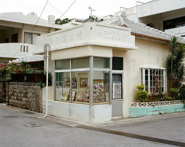 photo studio in motobu okinawa japan / masaaki miyara