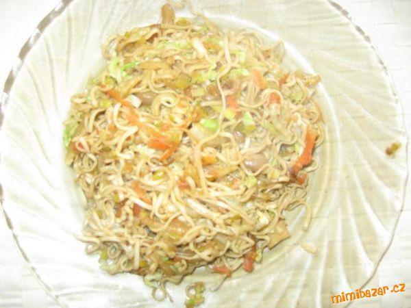 Smažené čínské nudle se zeleninou