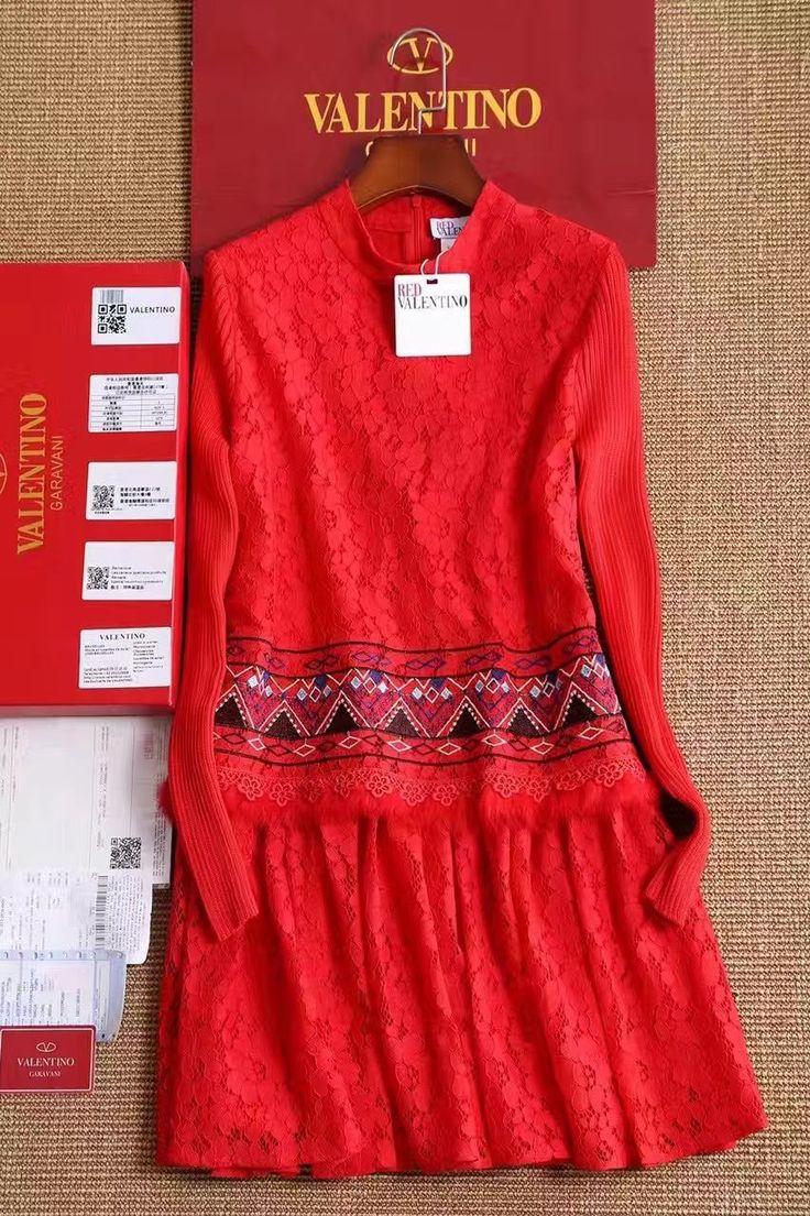 Valentino кружевное красное платье!