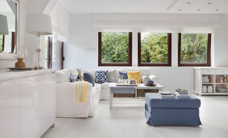 w białym salonie możemy wciąż zmieniać dodatki i kolory dekoracji