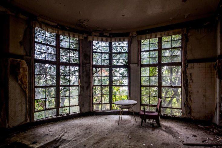 神戸市灘区に佇む、廃墟の美を誇る『旧摩耶観光ホテル』を未来に残すプロジェクト | ROOMIE(ルーミー)