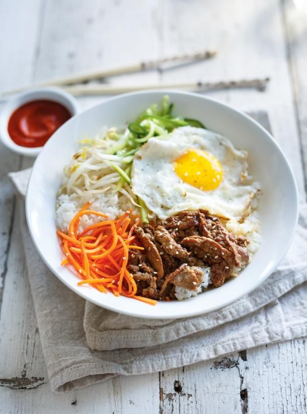 Recette de Ricardo de <i>bibimbap</i> bol coréen de riz, de légumes, d'oeuf et de boeuf