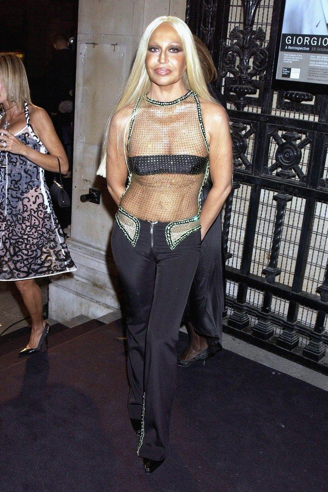 The Evolution Of Donatella Versace S Va Va Voom Beauty Look From