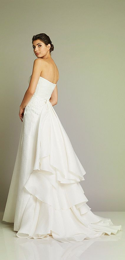 Wedding gown and photo courtesy of Giuseppe Papini