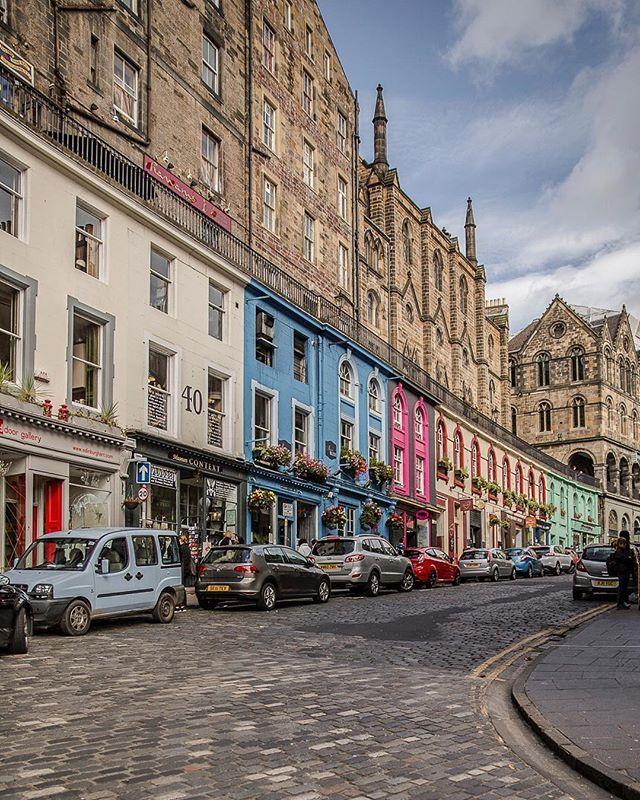Victoria street, c'est l'autre rue trop mignonne d'Edimbourg avec ses maisons…