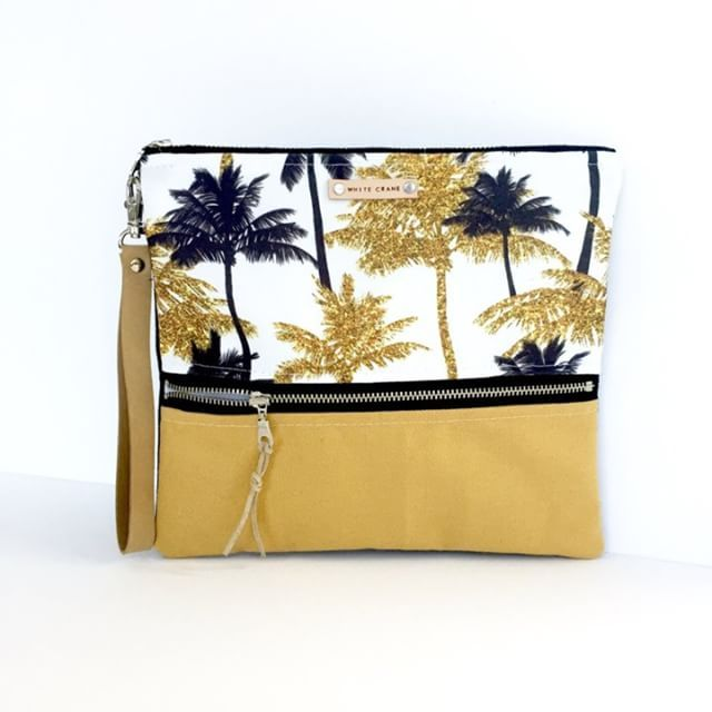 I love this golden palm clutch bag by @whitecraneaccessoires! 💛🌴✨Thank you for choosing #mirabelleprint design! The print is available in my Gold glitter tropical collection. #repost  .  #pattern #patterndesign #patternplay #surfacepattern #surfacepatterndesign #surfacepatterns #surfacepatterndesigner #spoonflowerde #spoonflowerfabric #spoonflowerfabrics #spoonflowermakers #spoonflowermaker #spoonflower #clutch #clutchbag #printandpattern #patterndesigner #surfacepatterncommunity…
