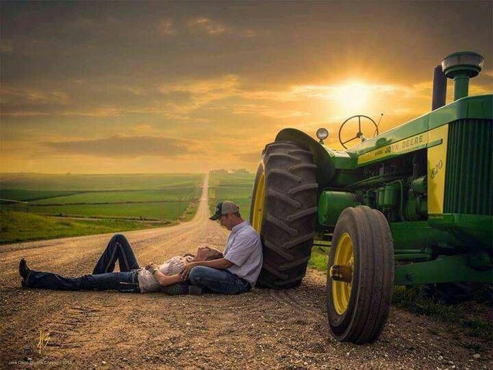 Okay, not usually a fan of tractors in engagement shoots, but this picture is done right!