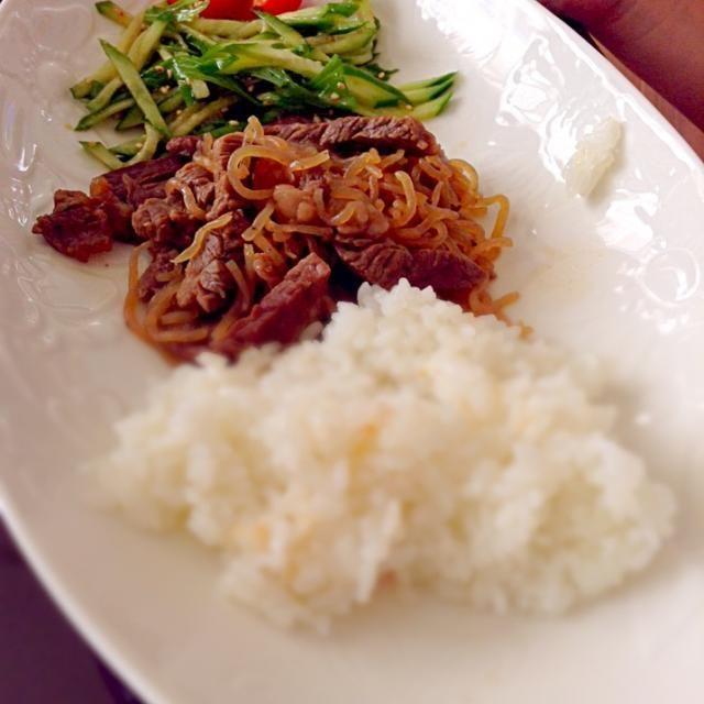 もらったお皿が最近活躍中 - 24件のもぐもぐ - 日曜日の朝ごはん 牛丼? by yuuuuukochan