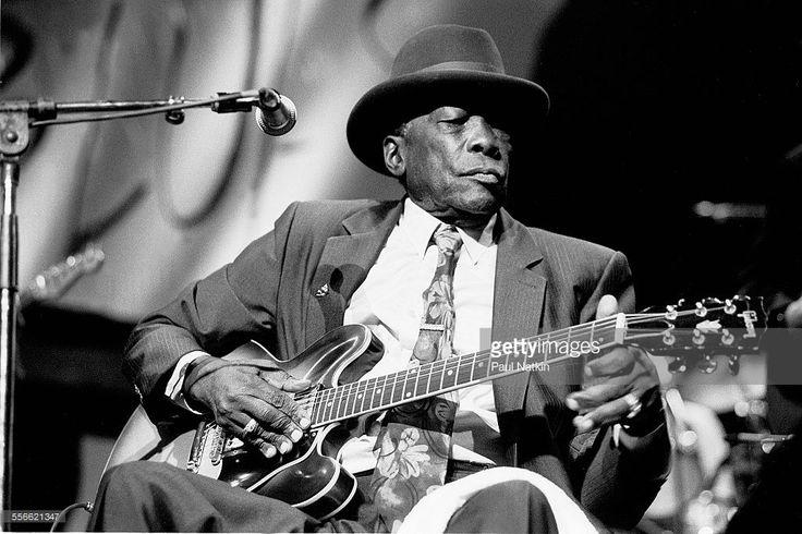 Photo d'actualité : American Blues musician John Lee Hooker performs...