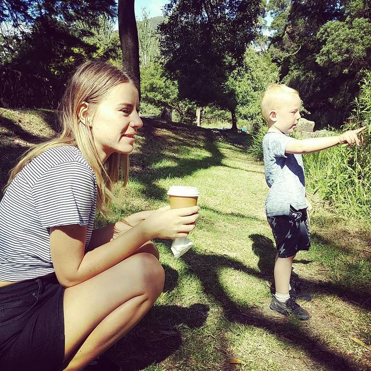 Look over there! (Where?) #family #miniholiday #playintourist #travels #warbuton  #yarrariver #coffee