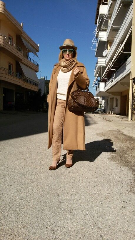 Camel coat and camel trousers!!Monochromatic street style!!!