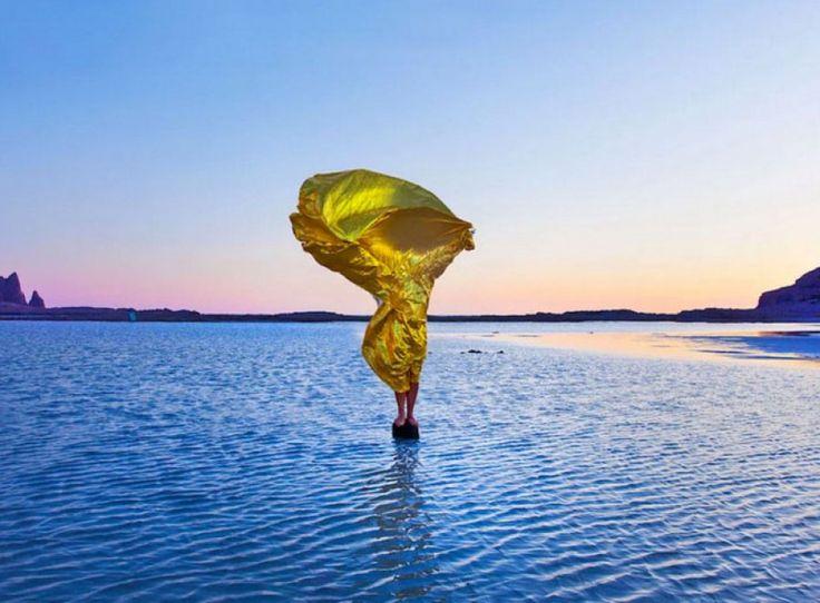 El artista Giuseppe Lo Schiavo utiliza en el proyecto Wind Sculptures una manta de aluminio, un modelo y el viento para crear impresionantes escultura...