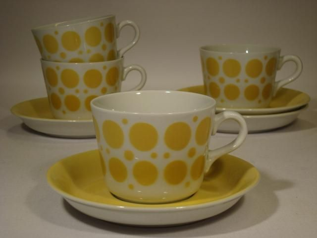 Pop by Göran Bäck for ArabiaWe used to have these cups @ our summer cabin on the islands.