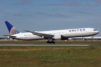 N78060 - United Airlines Boeing 767-400ER photo (25 views)