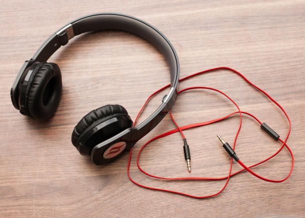 Hey SLPs, do you have headphones in your arsenal! You should! Here are the best ones to get....  Penina Rybak MA/CCC-SLP, CEO Socially Speaking LLC. Try the Socially Speaking™ Experience! Educational AND entertaining special education seminars. www.SociallySpeakingLLC.com