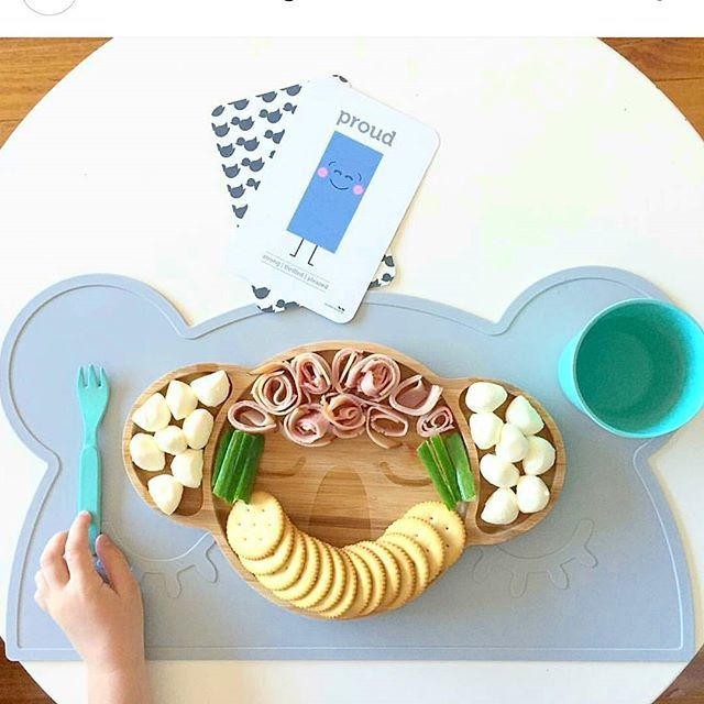 Wow! I am seeing so many amazing#foodlay around on our plates in the last couple of days!! I love it how we are helping parents getting a little more creative with the kids meals! And the kids are loving it! Keep them coming!!! Thanks @twolittleducklings for this awesome pic! Can't wait for your new food flashcards!!! 😍😍😍😍 . . .